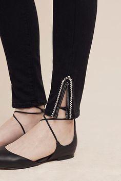 Black skinny jeans with white detail, lace up flats Plazzo Pants, Salwar Pants, Trouser Pants, Salwar Designs, Blouse Designs, Moda Fashion, Fashion Pants, Kurti Sleeves Design, Skinny Ankle Jeans