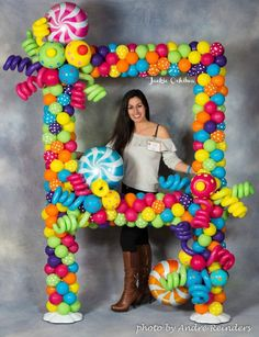 photo frame made of colorful balloons that look like candy. - -A photo frame made of colorful balloons that look like candy. - - Round Wall Mirror / inch in bright multi colours. Balloon Decorations Party, Balloon Garland, Birthday Party Decorations, Birthday Parties, Candy Land Birthday Party Ideas, Candy Land Decorations, Candy Themed Party, Candy Land Theme, Birthday Balloons