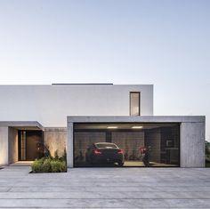Nuovo minimalista Architecture in linea Minimal Architecture, Modern Architecture House, Residential Architecture, Interior Architecture, Creative Architecture, Modern House Facades, Modern House Plans, Modern House Design, Modern Buildings