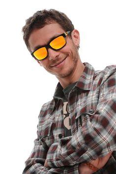 7ae4be3b37e Oakley presenta la collezione di occhiali da sole Valentino Rossi Signature  Series