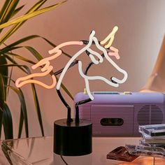 "70 tisuća oznaka ""sviđa mi se"", 723 komentara – Urban Outfitters (@urbanoutfitters) na Instagramu: ""It's a neon sign. It's a unicorn. It belongs in your house. SKU #46260071. @UrbanOutfittersHome…"""