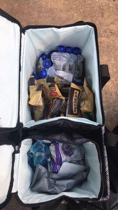 LUV my LUT – CanadianBagLady I love how you can turn your tote into a cooler with the double chill thermal set! Here it's used to bring team snacks for the break.   #canadianbaglady #thirtyonegifts #thirtyone #coolerbag #noleaks #teamsports #halftimesnack #leaklockliner #luvmylut #31uses