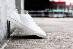 Simpel und schlicht: Die 'Off White' Sneaker in Limited Edition. Hier entdecken und kaufen: http://www.sturbock.me/