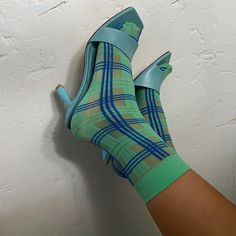 Greta's tartan pattern can be dressed up or down, depending on your mood. Here's why you'll love her:   - 20 denier tartan socks - Sheer - Soft and broad cuff - 100% emission free socks - Knitted from recycled yarns  Greta is knitted in our zero-waste, emission free facility in Italy. Composition: 65% recycled polyamide, 30% polypropylene, 5% recycled elastane.  Image @camille.nakachian via Instagram Maternity Tights, Parisienne Style, Recycled Yarn, Patterned Tights, Tartan Pattern, Fashion Tights, Cute Socks, Knitting Socks, Houndstooth