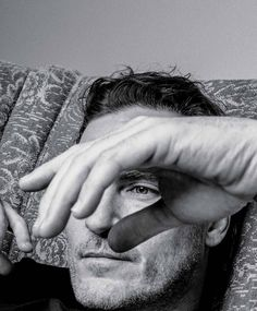 Joaquin Phoenix para The NY Times T Style Men's Fall Fashion por Craig McDean Source by ruthkathleenhow fashion vintage Craig Mcdean, Joaquin Phoenix, Silence Hurts, Rain Phoenix, Joker, Alfred Stieglitz, Photography Poses For Men, Anthony Vaccarello, Inhale Exhale