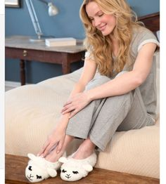 Sheep #Crochet Slippers Free Pattern @redheartyarns