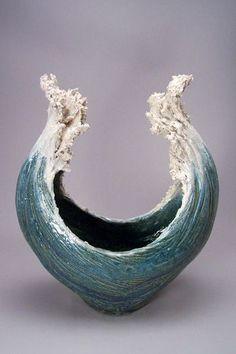 New Photographs Ceramics Pottery texture Thoughts Keramik-Skulpturen, die vom Ozean inspiriert sind, ähneln Cresting-Wellen Ceramic Clay, Ceramic Pottery, Pottery Art, Pottery Ideas, Slab Pottery, Thrown Pottery, Pottery Studio, Stoneware Clay, Ceramic Bowls