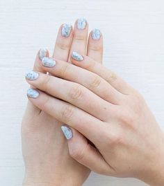 How pretty are these marble inspired nails!