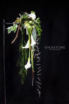 Deco Floral, Arte Floral, Floral Design, Flower Show, Flower Art, International Flowers, Church Christmas Decorations, Cascade Design, Contemporary Flower Arrangements