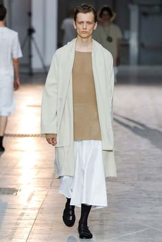 Damir Doma - Spring 2016 Menswear - Look 3 of 34?url=http://www.style.com/slideshows/fashion-shows/spring-2016-menswear/damir-doma/collection/3