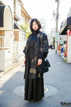 "tokyo-fashion: Yoh's minimalist Harajuku street style with Kujaku top and Kujaku wide leg pants, a resale kimono jacket, Comme Des Garcons bag, and black boots. Full Look "" Japan Street Fashion, Tokyo Street Style, Tokyo Fashion, Harajuku Fashion, Japan Street Styles, Fashion 2018, Street Chic, Moda Fashion, Kimono Fashion"