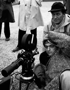 "Stanley Kubrick sul set di ""Orizzonti di gloria"", 1957"