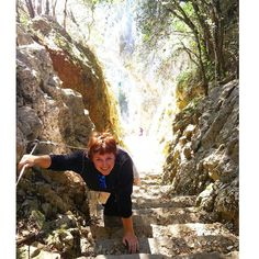Sin fuelle... Las 763 escaleras de subida desde el Faro del Caballo tienen la culpa... #lasvistasvalenlapena #nosvemosencantabria by la_volvoreta