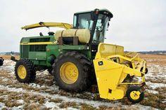 JOHN DEERE 6850 Self-Propelled Forage Harvester