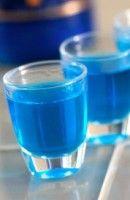 Cocaïne liquide: -1/3 de vodka -1/3 de tequila -1/3 de curaçao bleu