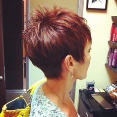 nice Coupe courte pour femme : cute pixie cut and love the color...