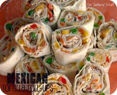 I would add shredded chicken or pork to some. Easy Mexican Tortilla Roll-Ups. Great appetizer for wedding & baby showers, football games or just an easy snack! Finger Food Appetizers, Appetizers For Party, Appetizer Recipes, Tortilla Rolls, Tortilla Wraps, Vegan Tortilla, Tortilla Recipes, Yummy Food, Tasty