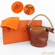 Egad Hermès! There is something so satisfying about understated, simple design, and this rope-handled bucket bag will be just as stylish in 2035 as it is in 2015! Please stop in or call 202-667-1122 for more details and pricing! Item 24458-6. #Hermes #handbag #purse #timeless #France #Taurillon #Clemence #Mangeoire #dc #dcresale #DCSecondi #dcshopping #shopdc #bestconsignmentdc #bestofdc #secondidc #Secondi #secondiconsignment (at Secondi)