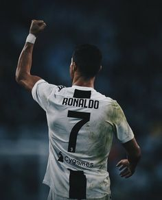 Ronaldo the best player Cr7 Juventus, Cristiano Ronaldo Juventus, Neymar, Ronaldo Pictures, Soccer Pictures, Cristino Ronaldo, Ronaldo Football, Best Football Players, Soccer Players