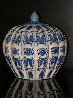 Chinese biscuit barrel