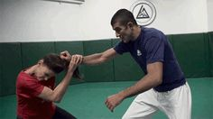 If you are interested in Krav Maga but not sure whether to get a professional training in it, these answers to Frequently Asked Questions about this self defense system would help you make up your mind. Krav Maga as a clos Self Defense Moves, Krav Maga Self Defense, Self Defense Martial Arts, Self Defense Techniques, Taekwondo, Jiu Jitsu, Karate, Learn Krav Maga, Art Japonais