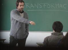 Como nos encontramos com a vida? Como lidamos com as dificuldades? Nós não sabemos, não nos foi ensinado. Muitos falam de educação, democracia, liberdade, um mundo melhor... mas nada disso acontece na sala de aula.