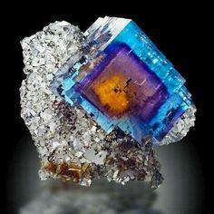 Fluorite, phantomed, Cave in Rock, Illinois