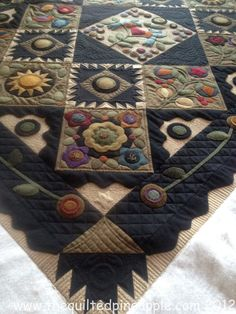 THE QUILTED PINEAPPLE: Lisa's Pennies From Heaven, quilted by Linda
