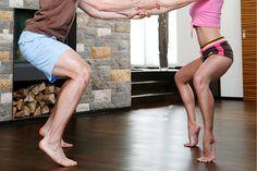 Die #Kniebeuge auf Zehenspitzen gibt nicht nur #Kraft, sondern trainiert auch die intramuskuläre #Koordination. #squat #workout
