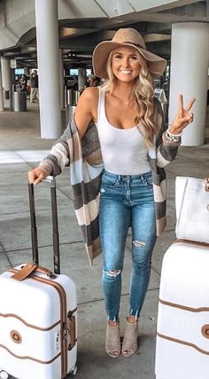20 Best Ways To Look Chic And Comfortable With Travel Outfits For Fall Preppy summer outfits Cut 20 Best Ways To Look Chic And Comfortable With Travel Outfits For Fall Preppy summer outfits Cut Sch nfrau nbsp hellip Preppy Summer Outfits, Cute Summer Outfits, Trendy Outfits, Winter Outfits, Summer Clothes, Spring Outfits Women, Casual Jeans Outfit Summer, Cute Travel Outfits, Traveling Outfits