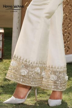 Stylish Dress Designs, Stylish Dresses For Girls, Designs For Dresses, Dress Neck Designs, Pakistani Fashion Party Wear, Fashion Wear, Fashion Pants, Fashion Outfits, Kurti Designs Party Wear