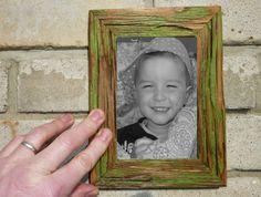 Starý fotorámeček ze dřeva