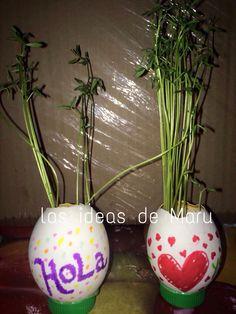 Cascarones de huevo pintados a mano con plumón y e incluido semillas de lentejas ya que su crecimiento es bastante rápido
