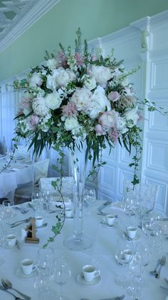Fluted vases with dusky pink displays Tall Vase Centerpieces, Pink Wedding Centerpieces, Summer Centerpieces, Wedding Table Decorations, Vases Decor, Centrepieces, Tall Flowers, Tall Flower Vases, Tall Vases