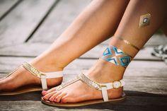 Tolles Flash Tattoo Design in Gold, Silber oder auch im Henna Look. Jetzt zu finden bei Jewel Tattoo, dem führenden Shop in der Schweiz Flash Tattoos, Henna Tattoos, Tattoo Online, Jewel Tattoo, Tattoo Designs, Gold Silber, Birkenstock Mayari, Metallic, Jewels