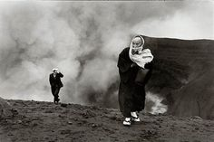 Henri Cartier-Bresson is one of the most original, accomplished, influential, and beloved figures in the history of photography. History Of Photography, Candid Photography, Street Photography, Urban Photography, Color Photography, Photography Lessons, Vintage Photography, Magnum Photos, Leica