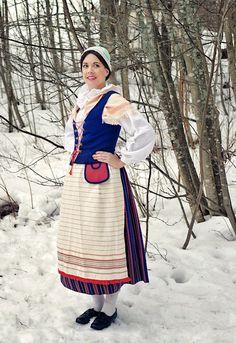 Suomussalmen kansallispuku Information Center, Folk Costume, Altars, Finland, Fireplaces, Blessed, Traditional, My Style, Folk Clothing