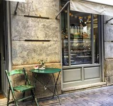 Exterior of the Café Motteau, in Madrid. Bar Madrid, Best Hotels In Madrid, Madrid Travel, Coffee Places, Spain Travel, Adventure Travel, Places To Go, Barcelona, Trip Planning