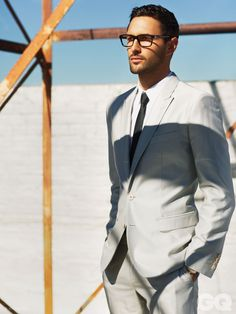 NOAH MILLS STUNS IN DOLCE & GABBANA FOR GQ STYLE MEXICO'S COVER STORY