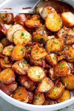Roasted Garlic Butter Parmesan Potatoes - These epic roasted potatoes with garli. - Roasted Garlic Butter Parmesan Potatoes – These epic roasted potatoes with garlic butter parmesan - Potato Dishes, Vegetable Dishes, Vegetable Recipes, Food Dishes, Chicken Recipes, Red Potato Recipes, Chicken Bacon, Potato Recipes Side Dishes Easy, Potato Spuds