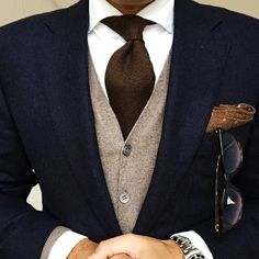 For the love of suit. Der Gentleman, Gentleman Style, Suit Fashion, Mens Fashion, Dope Fashion, Fashion Pants, Brown Suits, Brown Tie, Mode Costume