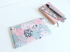 Riley Blake 'Abbie' By Sue Daley Fabric Pencil Case. Riley Blake, Paper Piecing, Hand Sewing, Baskets, Unique Gifts, Pencil, Purses, Mini, Fabric