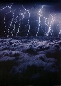 Lightning above the clouds Lightning Cloud, Thunder And Lightning, Lightning Strikes, Lightning Storms, Weather Cloud, Wild Weather, Print Pictures, Nature Pictures, Fuerza Natural
