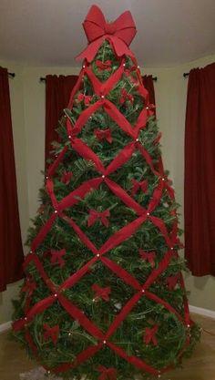 Crazy Christmas Tree Criss cross ribbon Christmas Tree christmas tree with ribbon Gold Christmas Decorations, Ribbon On Christmas Tree, Beautiful Christmas Trees, Christmas Tree Themes, Rustic Christmas, Christmas Lights, Christmas Wreaths, Christmas Crafts, Christmas Ornaments