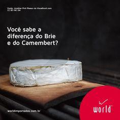 Você sabe a diferença do Brie e do Camembert? Na verdade, são poucas. Eles são produzidos com os mesmos ingredientes e passam pelo mesmo processo de fabricação, mas o que muda é da onde vieram o tamanho e a bactéria usada.  Enquanto o Brie vem de uma região próxima a Paris e é feito em um disco de até 3kg, o Camembert vem da Normandia e é feito em torno de 1kg. Por ser menor, o Camembert perde mais umidade e envelhece mais rápido, se tornando um queijo mais pouco mais forte. Emoticon wink