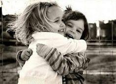 Gli abbracci fanno sparire la depressione, riducono l'ansia e rafforzano il sistema immunitario ♡ BUON GIORNO ♡