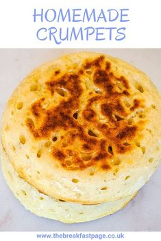 Homemade crumpets are even more delicious than store bought. You can even prepare the batter the night before. Delicious treat for a weekend breakfast. Homemade Crumpets, Crumpet Recipe, Lactose Free, Yummy Treats, Sweet Tooth, Snacks, Baking, Night, Bakken