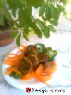 Kolokythokeftedes (zucchini patties) in the oven that are light in taste and fats! A delicious summer meze. Recipe by litsa d Sweets Recipes, Baby Food Recipes, Snack Recipes, Healthy Recipes, Snacks, Healthy Foods, Food N, Good Food, Greek Appetizers
