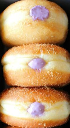 Blueberry Cream Cheese Doughnuts ~ Super fluffy with a creamy, tangy blueberry filling with a nod to the maple leaf. Blueberry Donuts, Blueberry Recipes, Blueberry Danish, Donut Recipes, Baking Recipes, Dessert Recipes, Baking Ideas, Donut Filling, Cream Cheese Filling