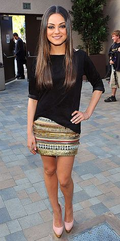 hey, girl. mila kunis is too hot for her own good. (Want that skirt. Bad.)